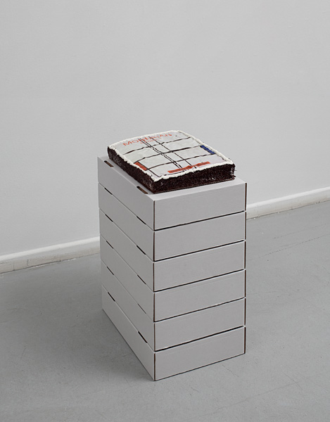 Barak Ravitz, Untitled, 2011, cake and 6 cardboard boxes, 62x49x34 cm