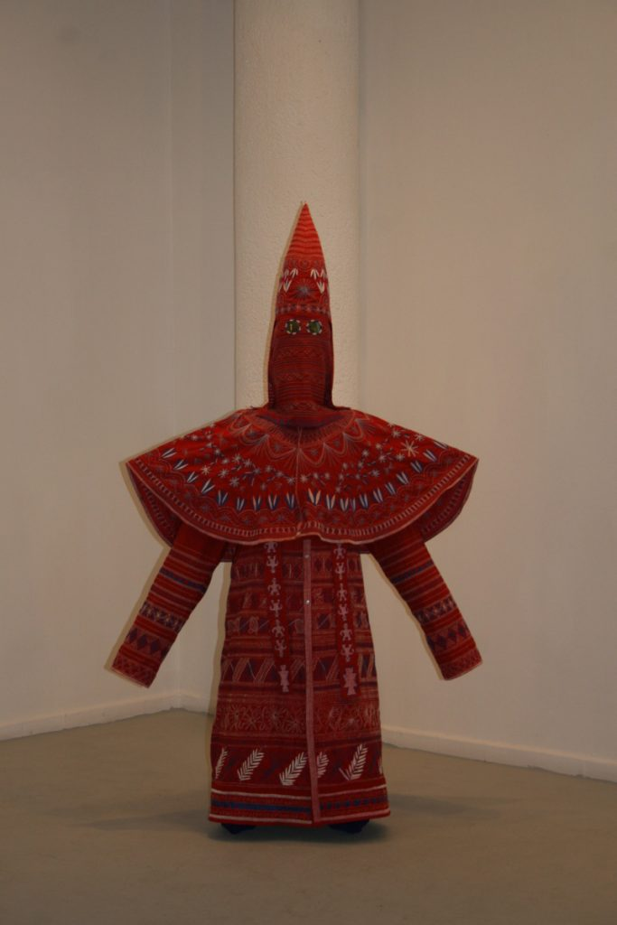 Ignacio Lang, Kueens, 2009, white and blue cotton thread on red cotton robe, iridium lens and body form, 183 x 122 cm