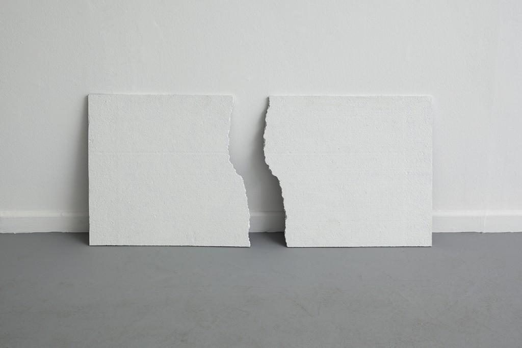 Jonathan Monk, Broken Opposites, 2010, polystyrene, 50 x 100 cm, unique