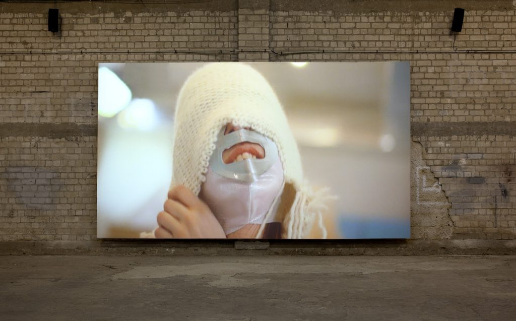Adel Abdessemed, Odradek, 2011, video projection, 7:18 min (loop), color, sound