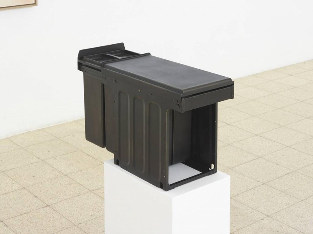 Simon Fujiwara, Ich (Bio Trio), 2015, mixed media and bronze gilding, 39.5 x 75.5 x 25 cm