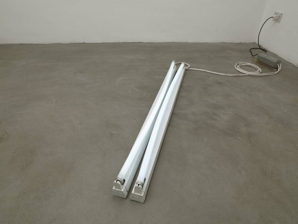 Ariel Schlesinger, Untitled, 2007, neon, metal, 124 x 5.5 x 3 cm