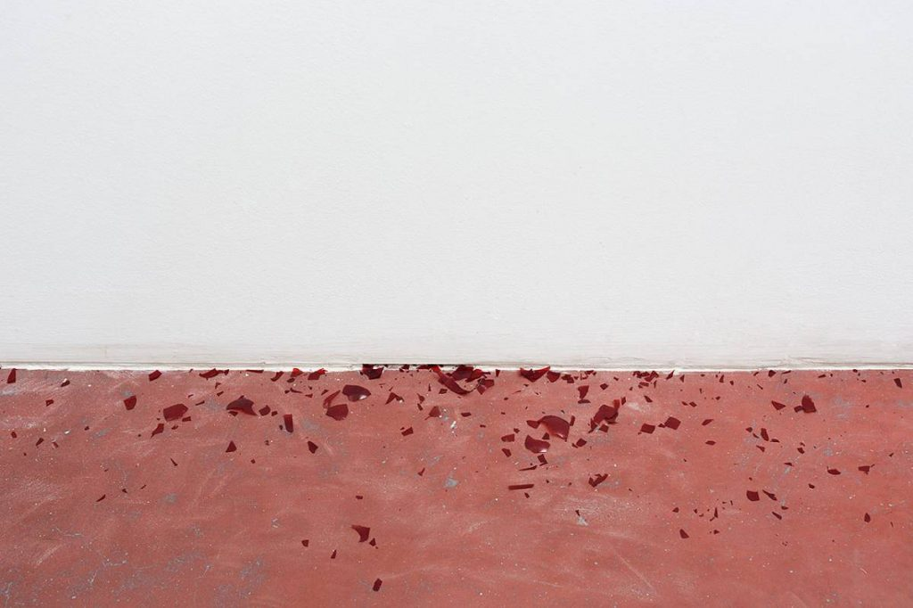 Douglas Gordon, All Reds (detail), 2014, electric wire, 7 red bulbs, 158 cm approx, unique