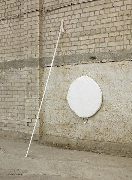 Etti Abergel, Untitled, 2009, styrofoam, raw canvas, gesso, putty and wooden rod