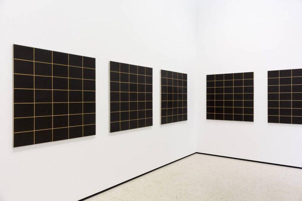 Yossi Breger, Boards (Black Boards, Peter Roehr, 1966), MMK Museum für Moderne Kunst, Frankfurt, 2013 24.1×32.9 cm.