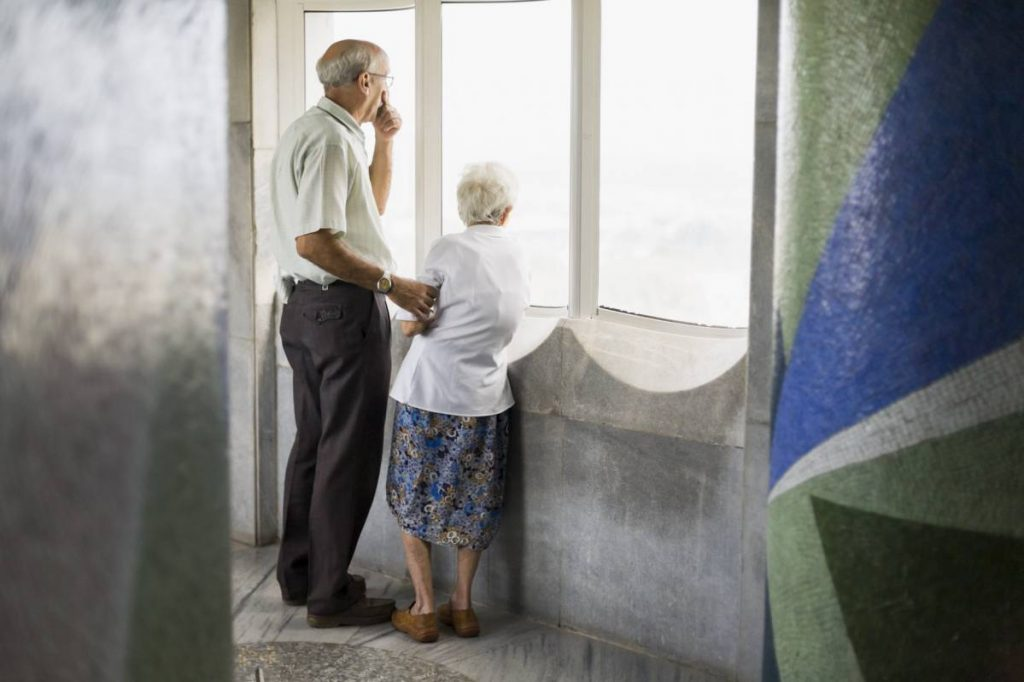 Yossi Breger, Mother & Son, José Martí Memorial Tower, Havana, 2007, 43.2×55.9 cm