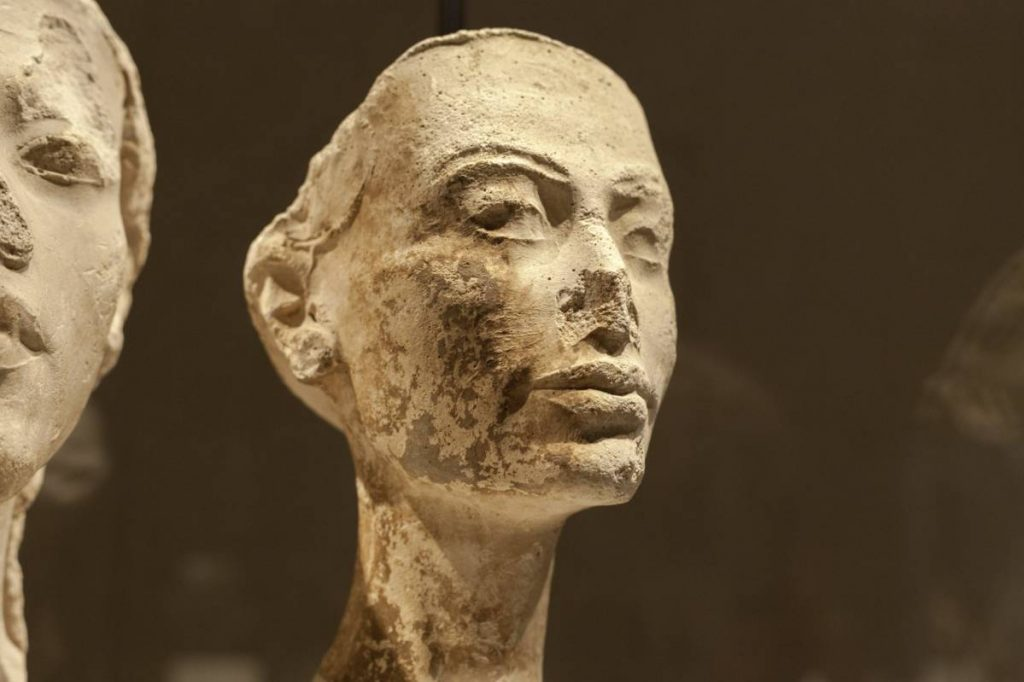 Yossi Breger, Nefertiti (New Kingdom [Egypt], 18th dynasty, (1340 BC), The Egyptian Museum, Berlin, 2011, 43.2×55.9 cm