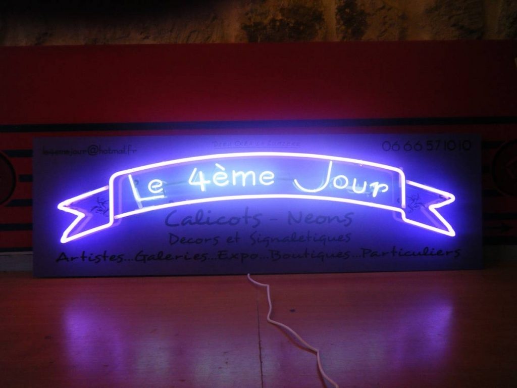 Jonathan Monk, Pre-Birth Communication (Paris), 2011, neon light installation, 40 x 130 x 10 cm