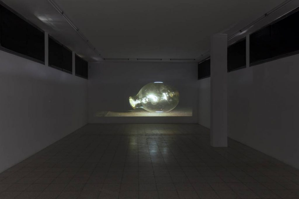Adel Abdessemed, Nuance, 2014, HD video projection (loop), color, sound, 1 minute, edition of 5