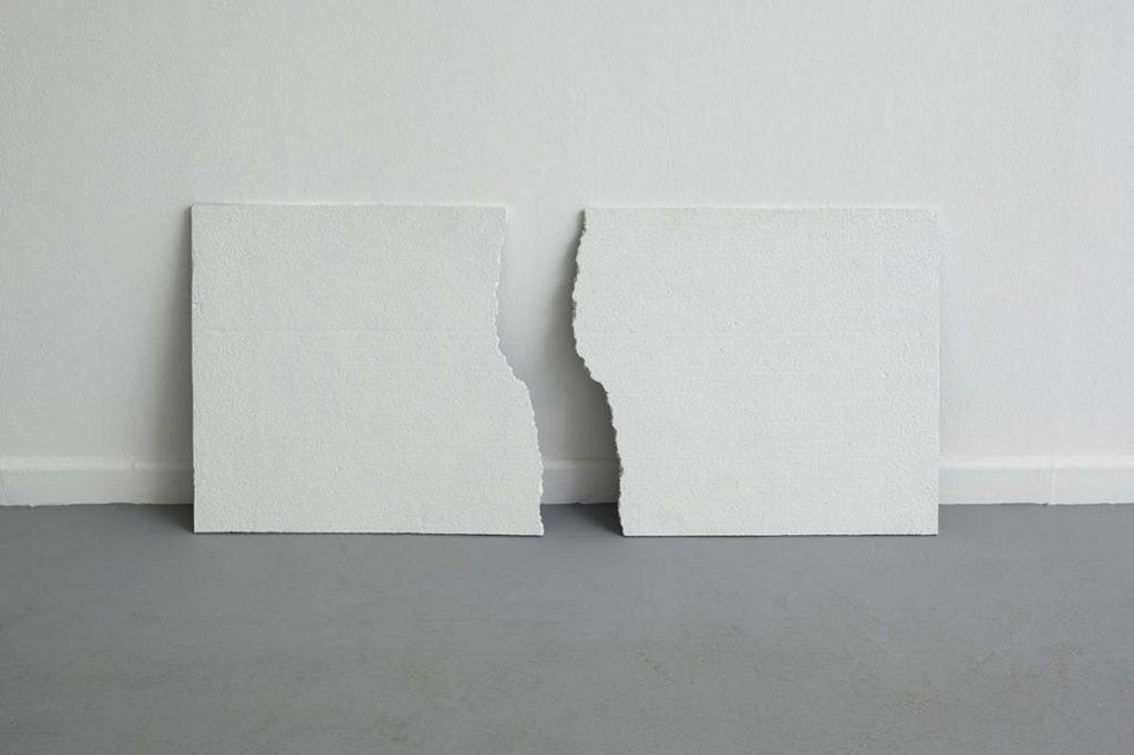 Jonathan Monk, Broken Opposites, 2010, polystyrene, 50x100 cm