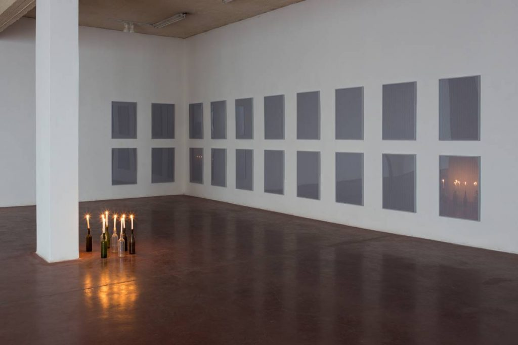 Jonathan Monk, All the possible ways of switching on eight torches (one at a time), 2013, Framed and mounted c-print, glass shelf, eight black cm MAG-Lite torches, 200 x 140 x 20 cm, unique