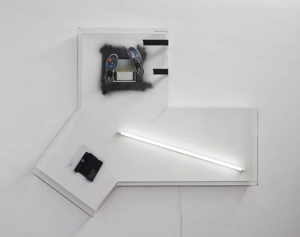 Jonathan Monk, Darkly Titled Death Star Sketch Book, 2014, Artforum ad, remote controls, Richard Hamilton booklet from 1970, a pair of Van's star wars edition, fluorescent tube in clear acrylic vitrine, 167 x 207 x 21.5 cm, unique (entrance-way)