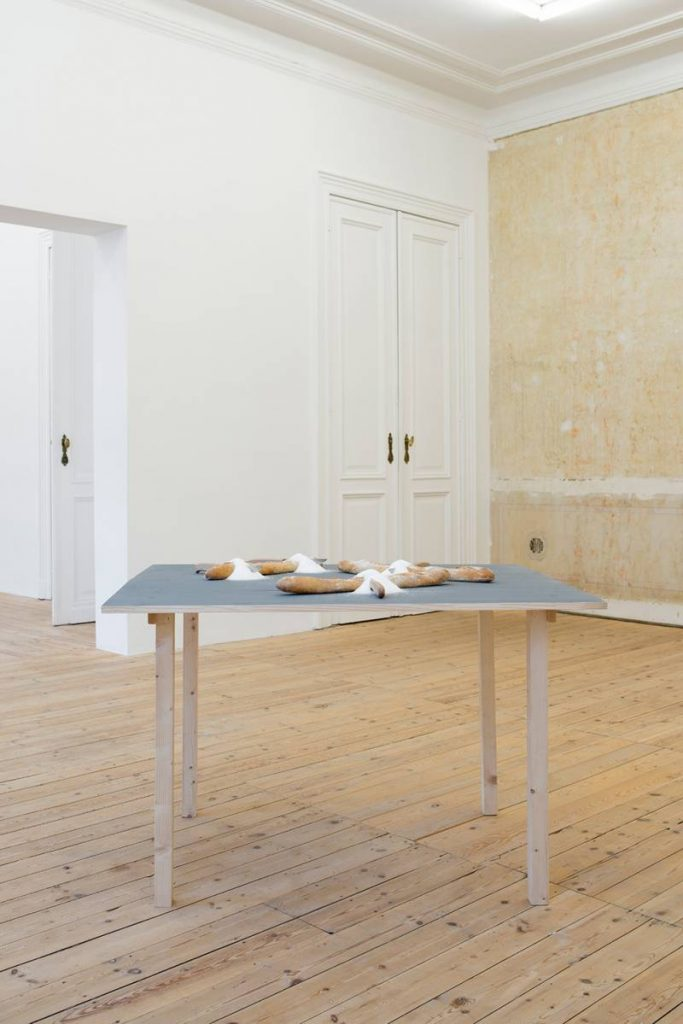 Mircea Cantor, Stranieri, 2007, 3 baguettes, 4 knives, table, 100 x 100 x 80 cm, Unique