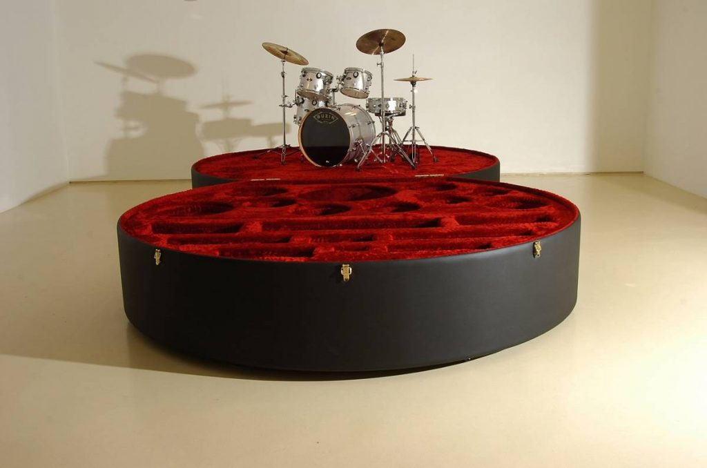 Naama Tsabar, Drum case project, Untitled, 2006 ,300 x 600 x 60 cm