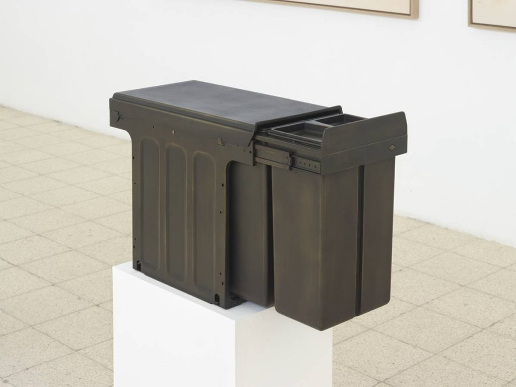 Simon Fujiwara, Ich (Bio Trio), 2015, mixed media and bronze gilding, 39.5 x 75 x 25 cm, unique