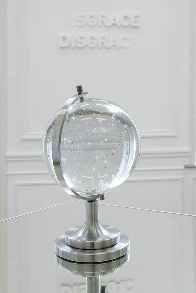 Melik Ohanian, Futuring (cosmos), 2011, Glass, metal, mirror, Glass ball Ø 30 cm, Pedestal and mirror 100 x 100 x 100cm, 1/3
