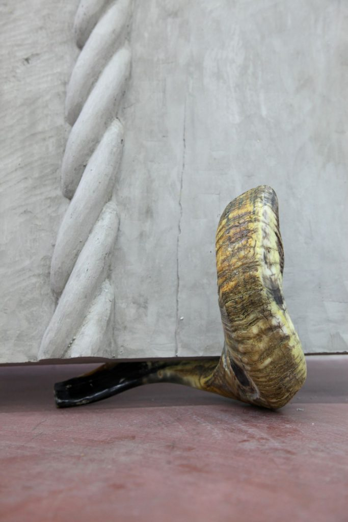 Mircea Cantor, Supposing I could hear that sound. Now (detail), 2015, concrete, 2 shofars, concrete wall 200 x 123 x 6 cm, unique