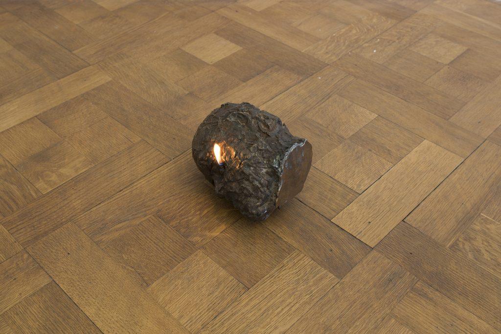 Ariel Schlesinger, Objet Trouvé (Head), 2017, found head in bronze, lamp oil, cotton wick, 25 x 13 x 11 cm, unique