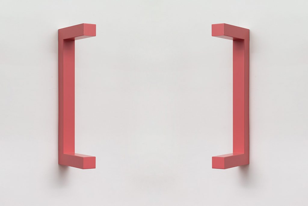 Jonathan Monk, WE ARE HERE TO CLARIFY THE SITUATION [Antique pink], 2018, painted steel, 120 x 44 x 12 cm, unique