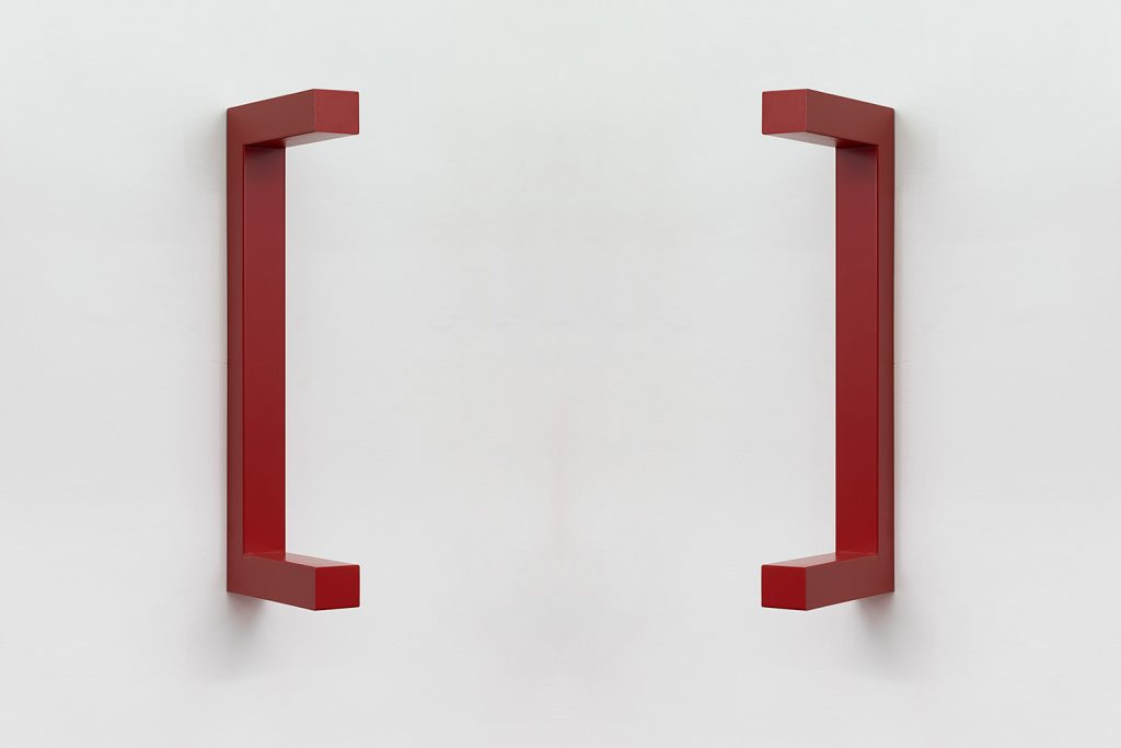 Jonathan Monk, WE ARE HERE TO CLARIFY THE SITUATION [Tomato red], 2018, painted steel, 120 x 44 x 12 cm, unique