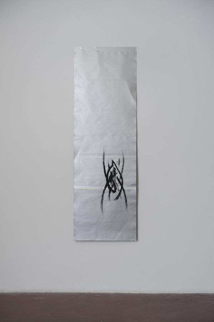 Sarah Ortmeyer, SPINNE I, 2018, gesso on silver paper, 215 x 70 cm, unique