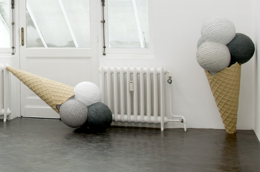 Sarah Ortmeyer, SAD EIS, exhibition view, Meessen De Clercq Gallery, 2012