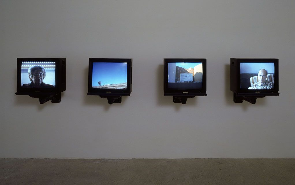 Omer Fast, Berlin-Hura, 2002, 4 channel video installation, colour, sound, 36 : 00 min, edition of 3 + 1 AP, exhibition view