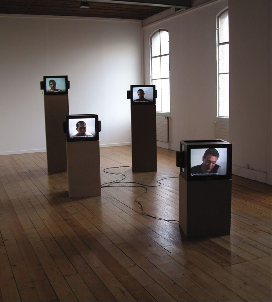 Omer Fast, A Tank Tranlated, 2002, video installation, 4 single channels on 4 monitors, colour, sound, from 3 : 00 min to 7 : 00 min, edition 6 + 1AP, exhibition view