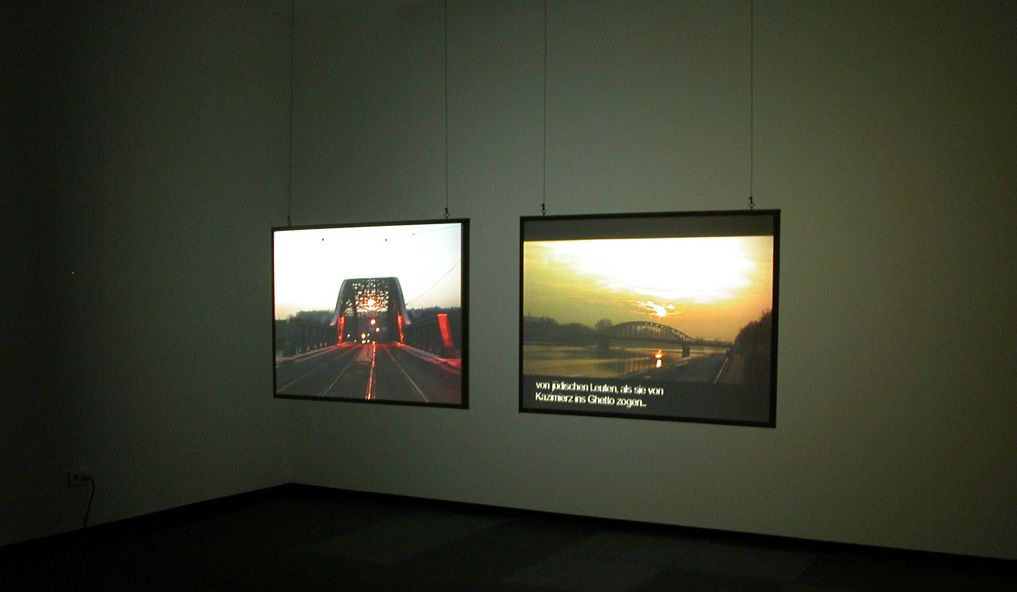 Omer Fast, Spielberg's List, 2003, 2 channel video colour, sound 60 : 00 min, edition of 6 + 1 AP, exhibition view