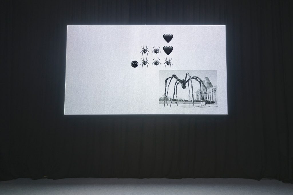 Sarah Ortmeyer, FLYRT POETICA, 2018, video, black and white, no sound, 26 : 12 min, exhibition view, Kunstverein München