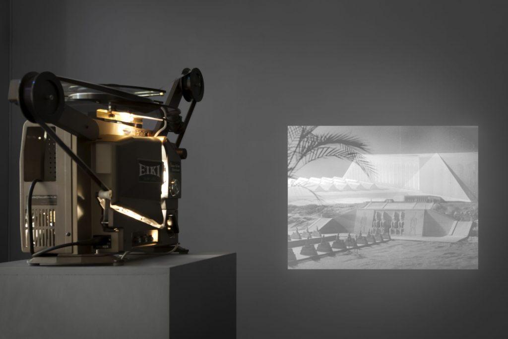 Karen Russo, TET-Stadt 2016, 16mm film transferred to digital, sound, B&W, 542 min, installation view, Große Kunstschau Museum. Photo Franziska von den Driesch