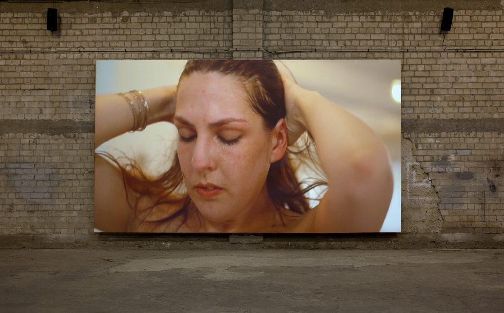 Adel Abdessemed, Odradek, 2011, video projection, 7:18 min (loop), edition of 5