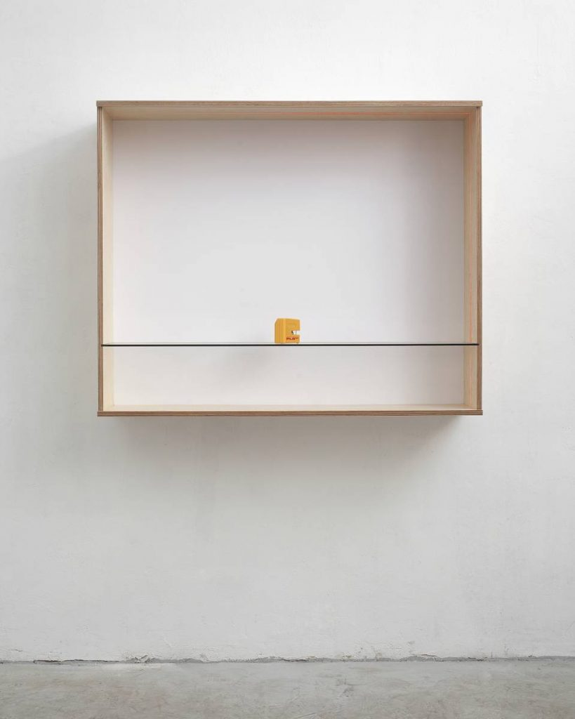 Haim Steinbach, Untitled (PLS 180), 2011, Scandinavian birch plywood, plastic laminate and glass box, object, 102.5 x 125.5 x 32.5 cm