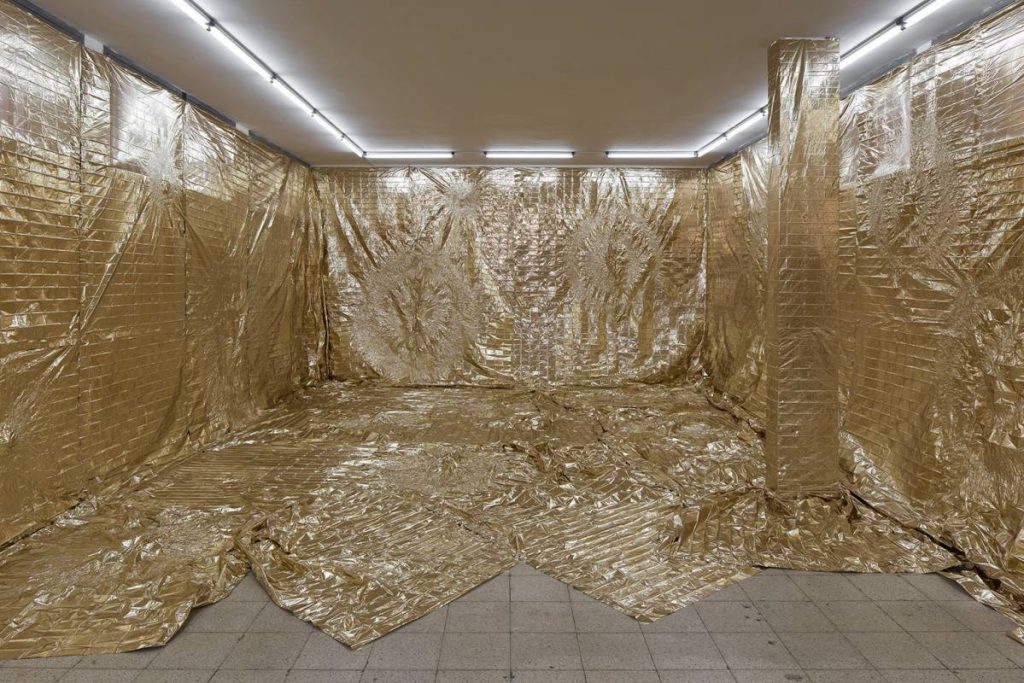 Mircea Cantor, Heaven and Hell Simultaneously, 2016, emergency blankets, 91.2 sqm