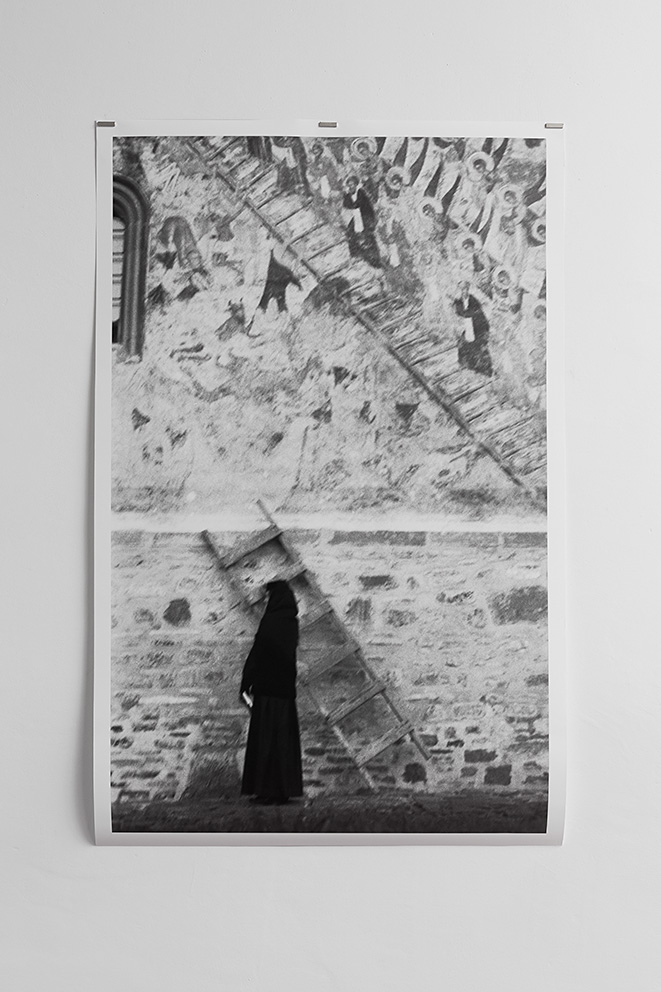 Mircea Cantor, Ultra (Sucevita), 1996, c-print, 100 x 160 cm