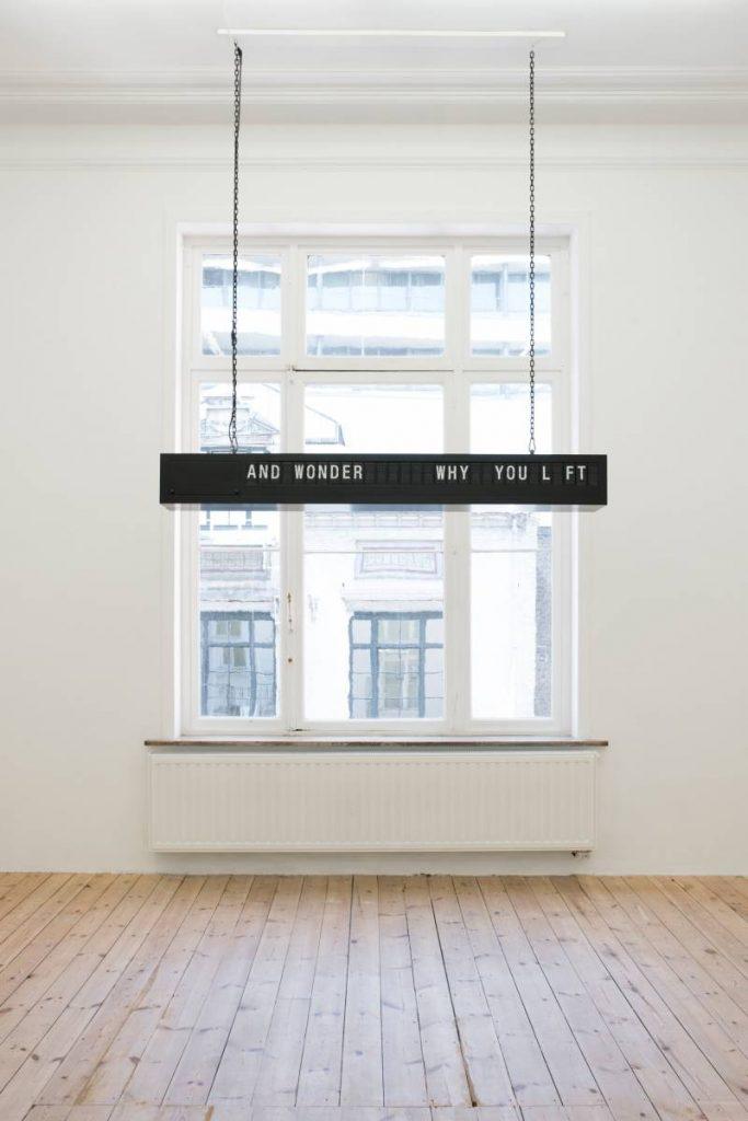 Shilpa Gupta, 24/00/01, 2012, Mechanical flapboard, 177 x 27,6 x 25 cm, circa 20 minutes, Edition of 5