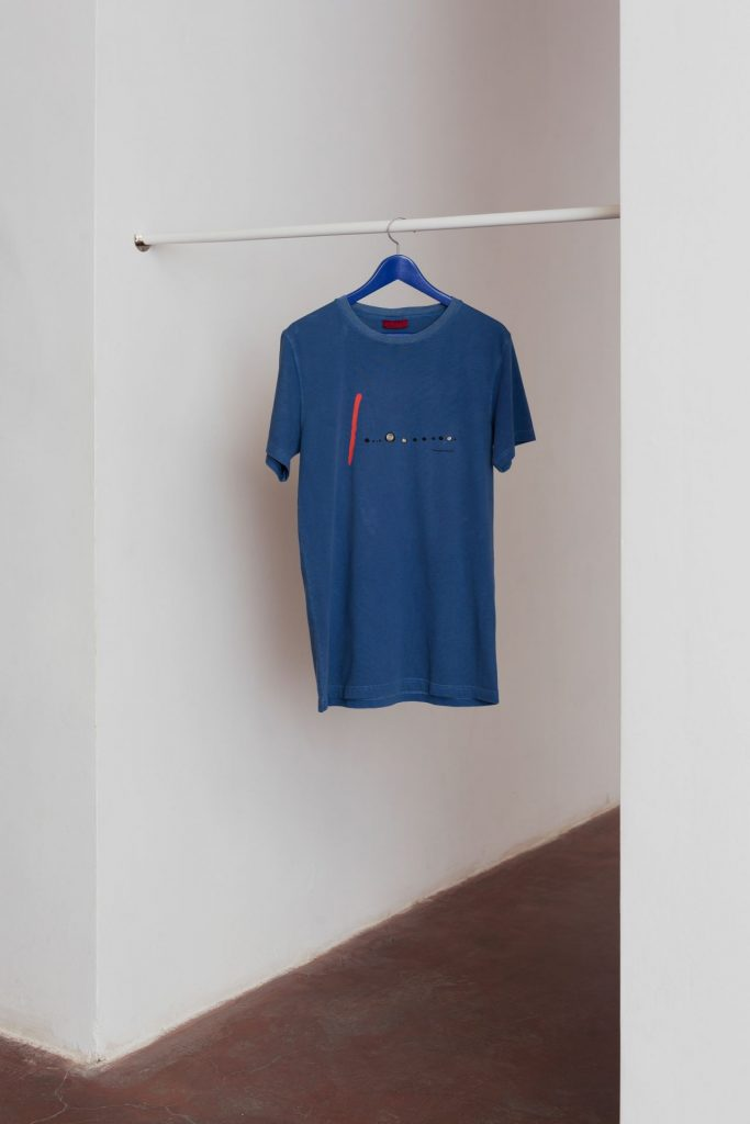 Barak Ravitz, Blue II, 2016, T-shirt, wooden rings, wood hanger, 92 x 51 x 10 cm, unique