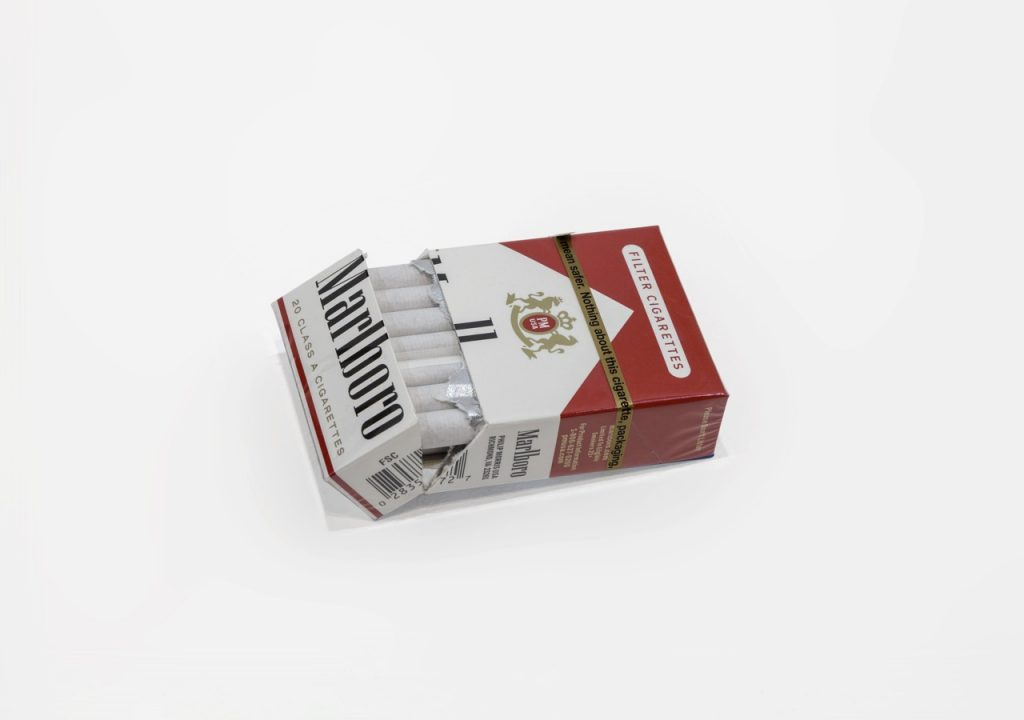 Ariel Schlesinger, Untitled (Cigarette box), 2017, cigarette box, 10x5,5x2,5 cm, Unique (1)
