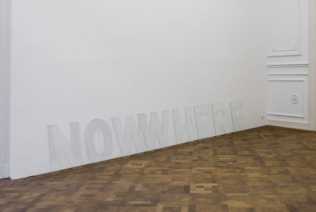 Melik Ohanian, Nowwhere, 2016, Letters in glass,  60 x 360 x 0,5cm, Unique