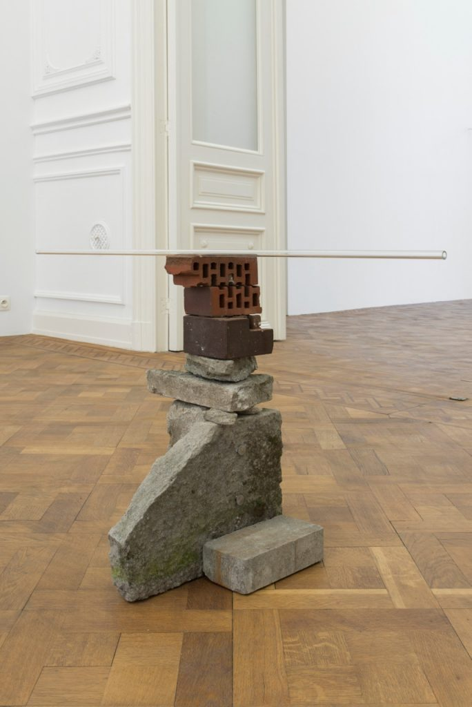Miroslaw Balka, 100 x 36 x 27 cm, 2018 concrete, brick, glass 100 x 36 x 27 cm, unique