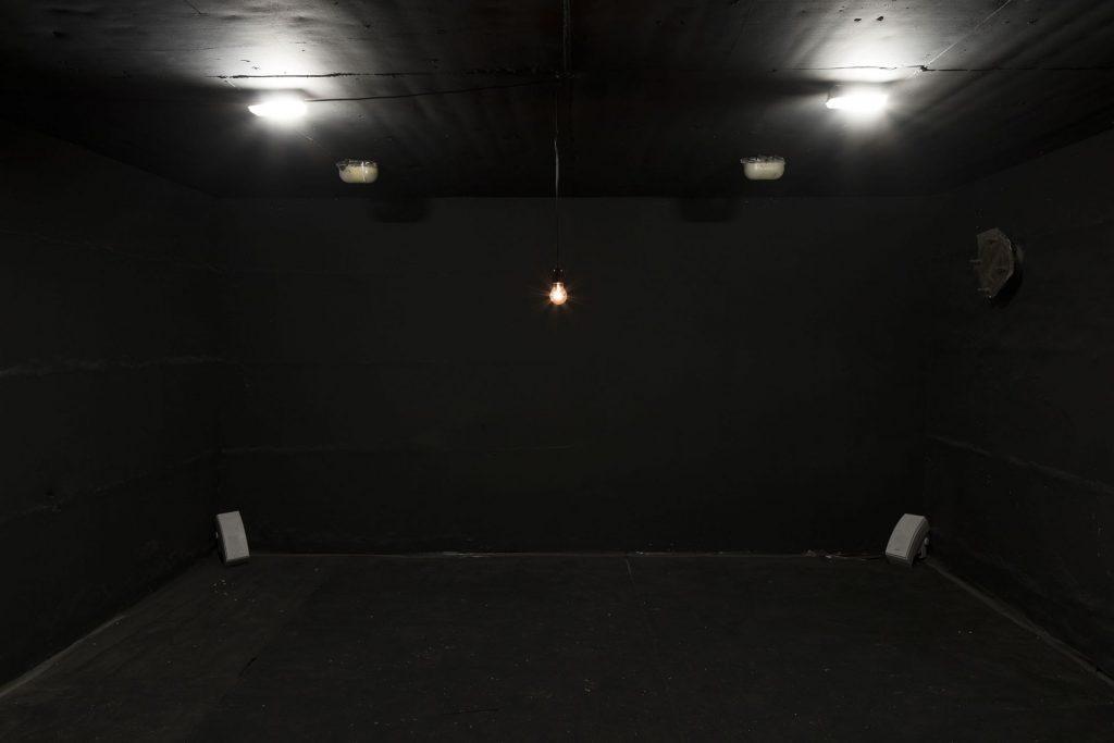 Miri Segal, Lament, 2018, 3min40, mixed media installation, light bulb, sound, electronics, unique
