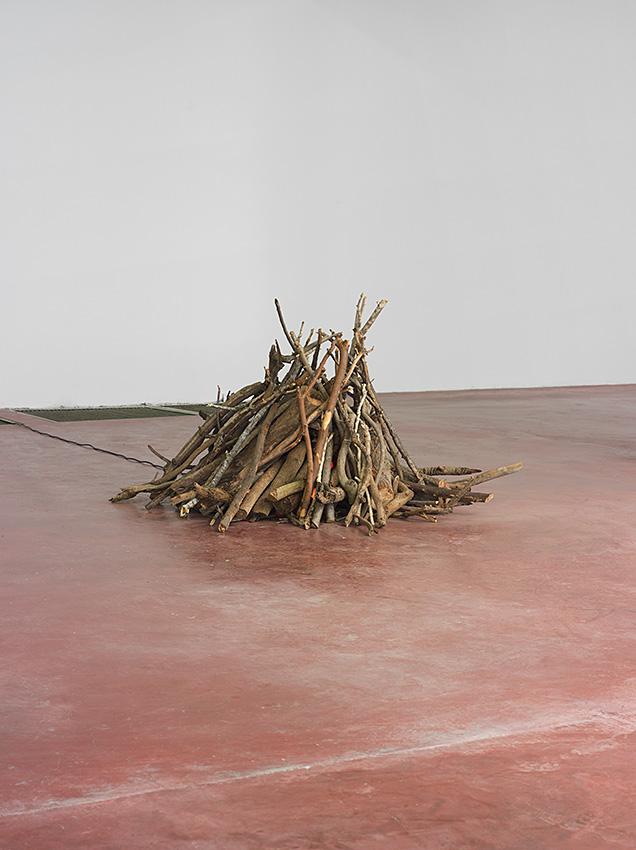 Miroslaw Balka, Bonfire, 2013/2015, wood, 10 blinking electric bulbs, variable dimensions, unique