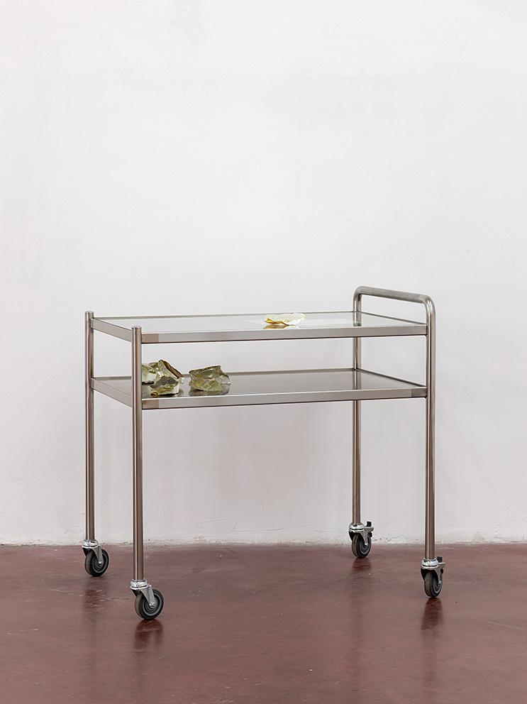 24-Yan Xing, ASWH, TGCF, 2019, 102 x 70 x 100 cm, Nirosta, glass, gold leaf, performance, design, aged paper, unique
