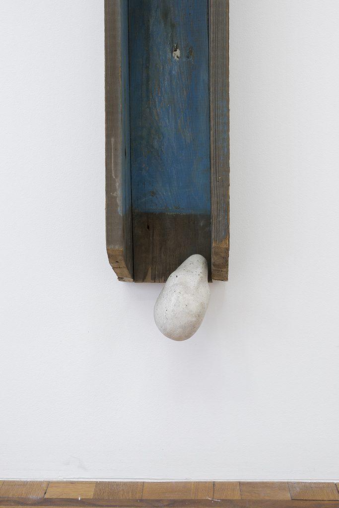 Miroslaw Balka, 197 x 17 x 13, 1990, wood, steel, concrete, 203 x 17 x 13 cm, unique